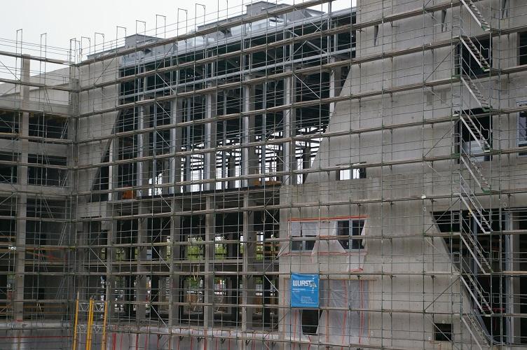 Autohaus Wichert Bau am 24.04.14 (mit neuen Dachaufbauten)