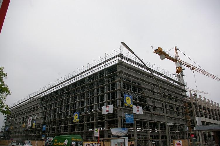 Autohaus Wichert Bau am 24.04.14 (mit weiteren Fensterrahmen)